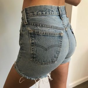 Perfect form fitting Levi jean shorts